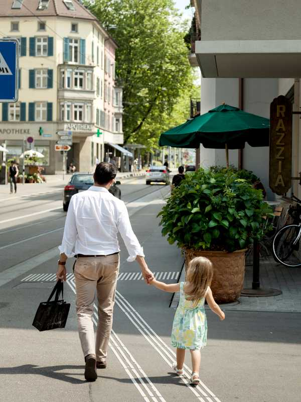 School run on Seefeldstrasse