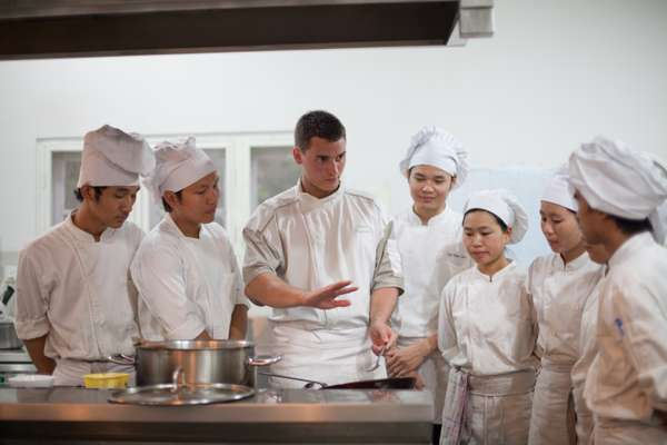 Trainee chefs learn the ropes at Shwe Sa Bwe restaurant