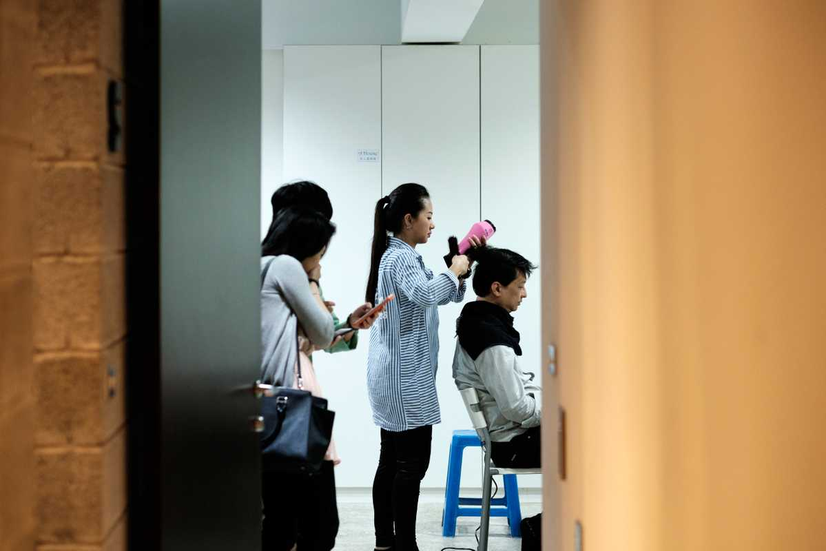 Chang Tieh-chih in hair and make-up to get camera-ready