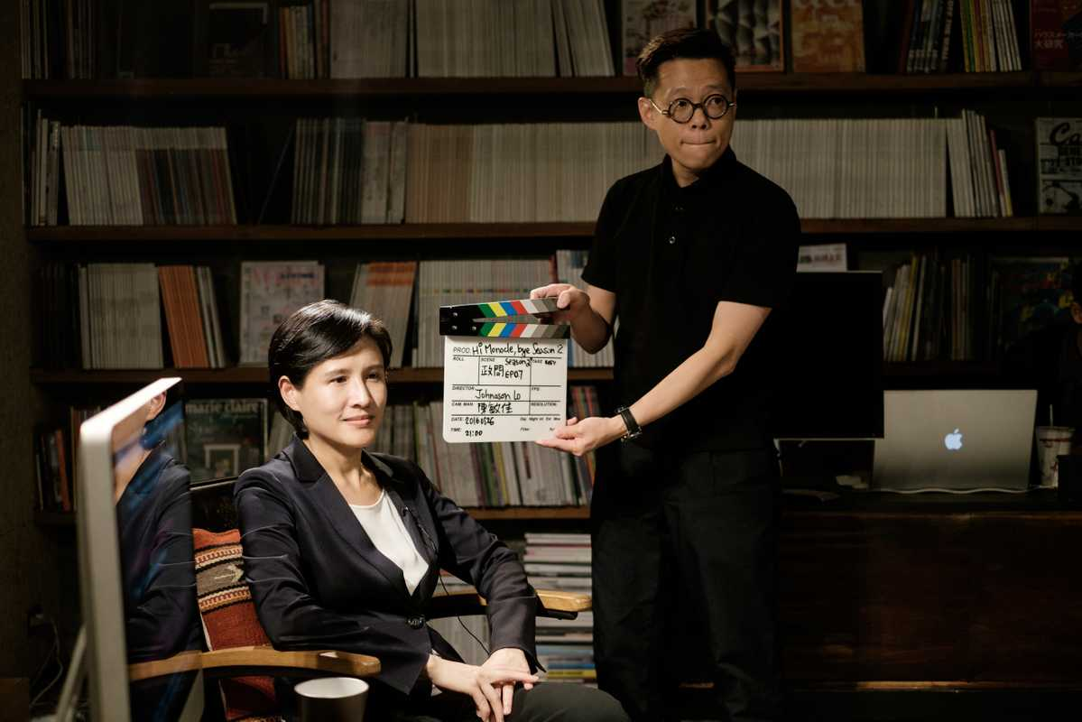 Art director Yu Feng preparing culture minister Cheng Li-chun for her interview
