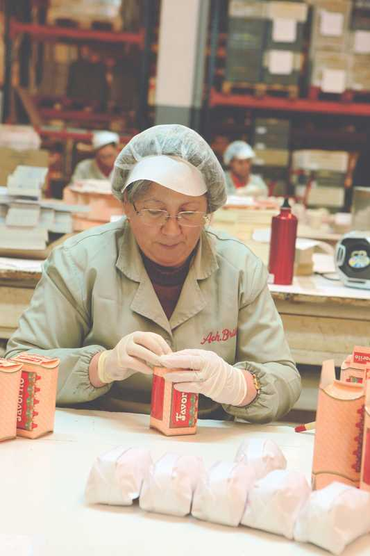 Employee packaging Claus Porto toiletries