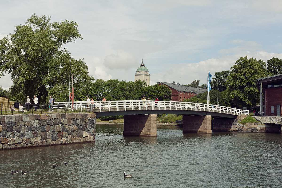 Bridge between Iso Mustasaari and Susisaari