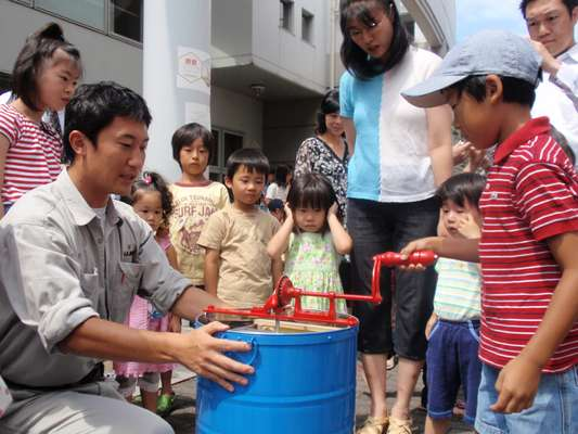 School children help to make honey