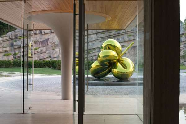 Jeff Koons sculpture, Haesley