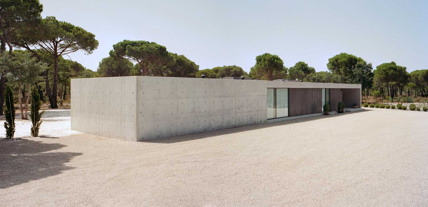 The concrete Altas Colheres House