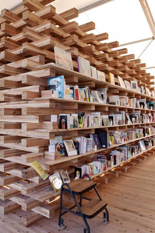 Tsutaya Books opened a temporary  shop with books and magazines on design and the home