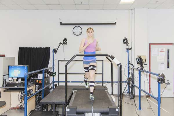 Treadmill measuring ground-reaction force