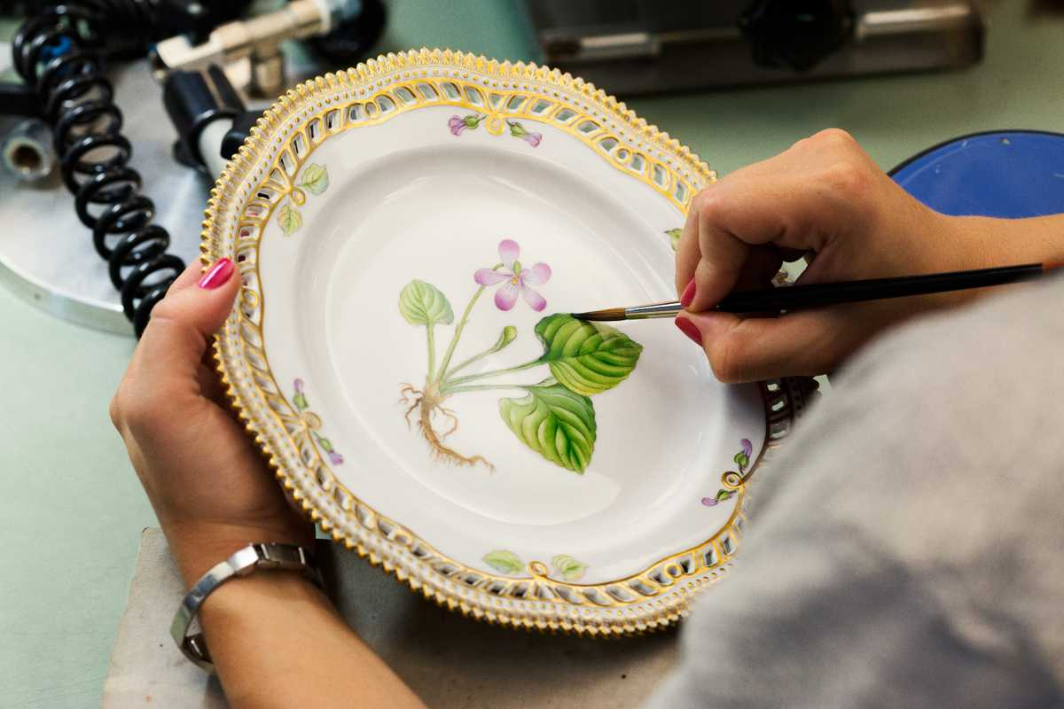 Handpainting a dinner plate