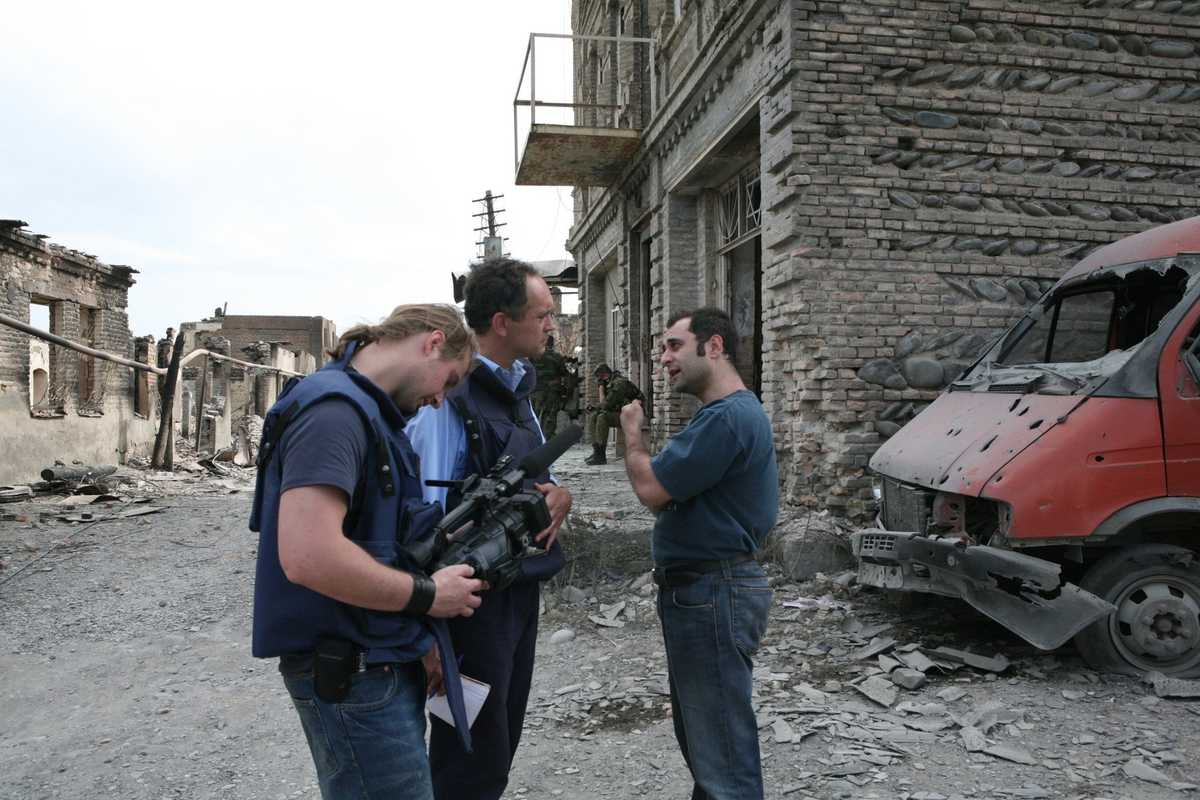 A Russian government official talks to an ITN crew after an attack on the old Jewish quarter in Tskhinvali